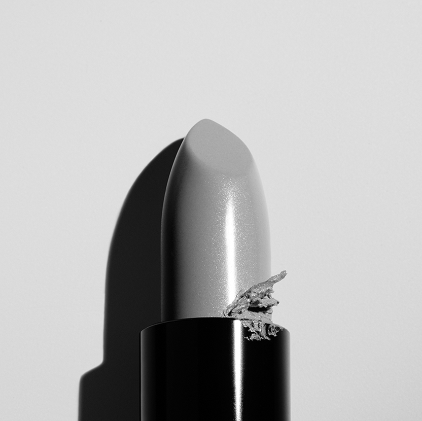 lipstick-black-white-stilllife-photography